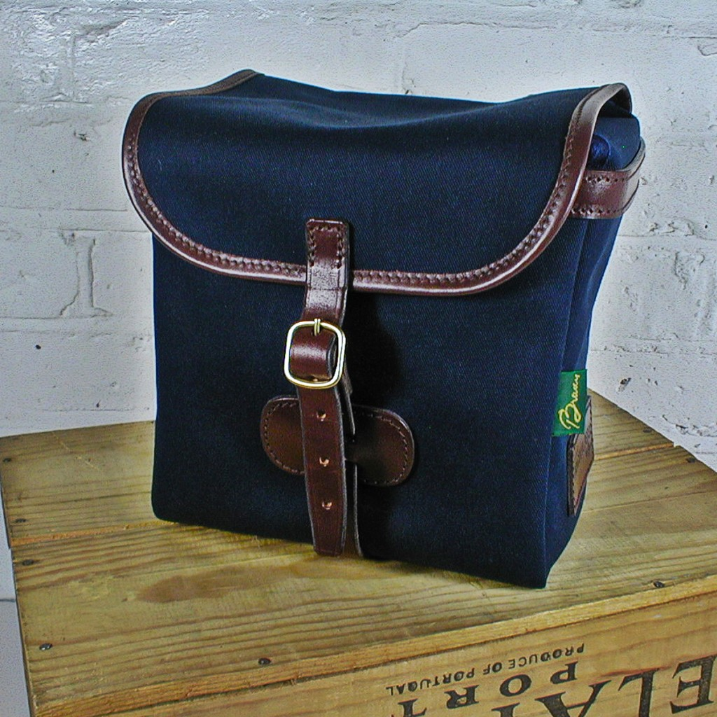 Original Peter Classic 7-inch record hunting bag (Navy), side view.